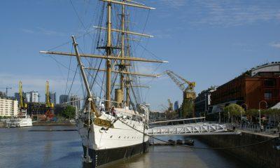 Buque Museo Fragata Sarmiento visto desde el Puente de la Mujer - Puerto Madero, Buenos Aires, Argentina, 17.10.2012