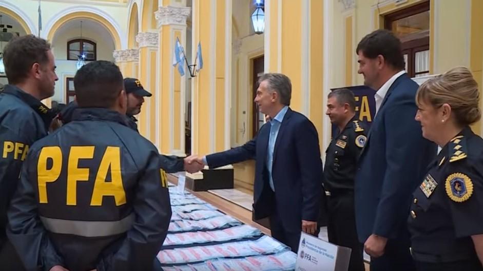 Resultado de imagen para Macri- felicita policias de  operación Alburquerque