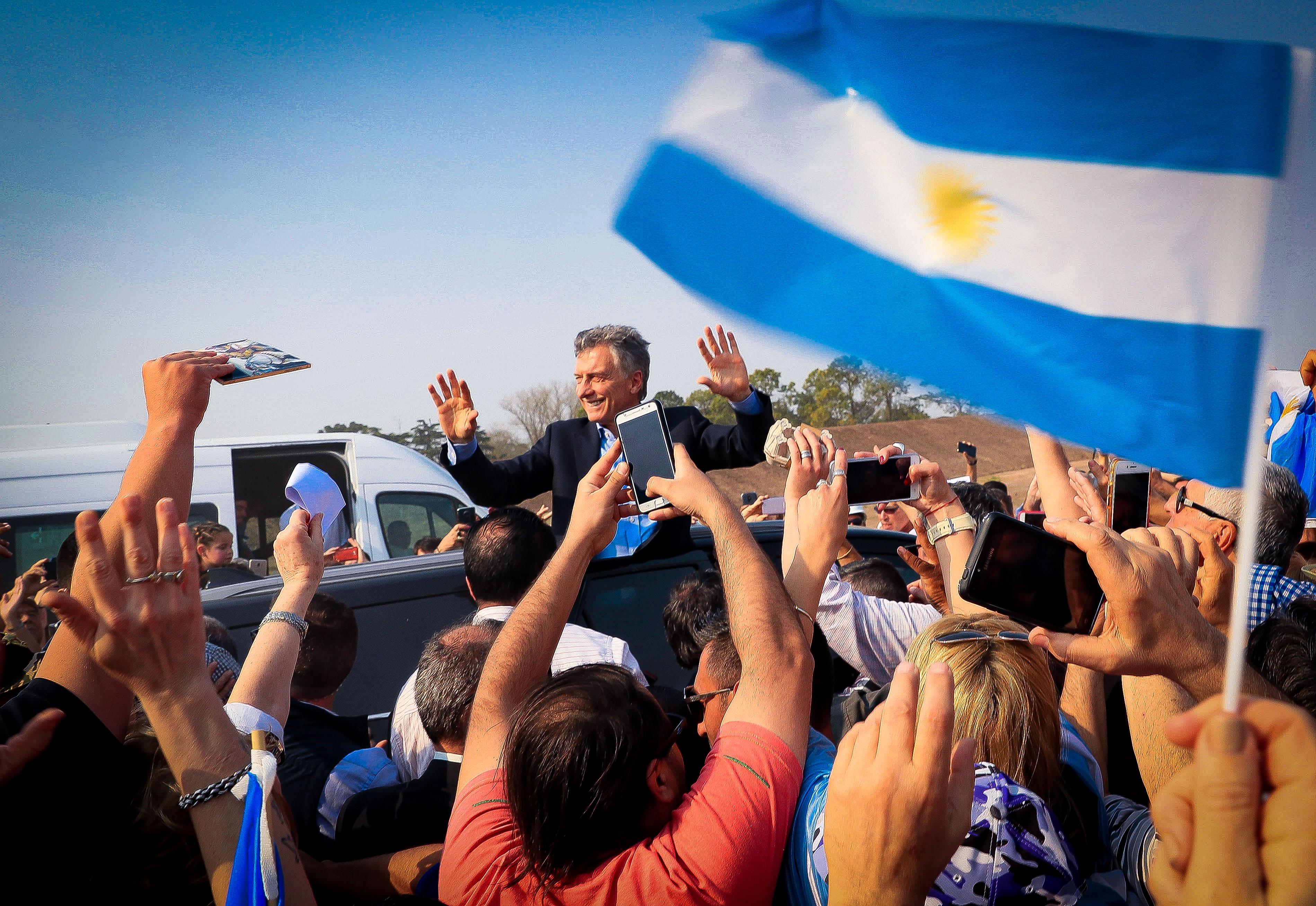 El Presidente Macri recorrió las obras para transformar en autopista la Ruta Nacional 8, en Arrecifes.