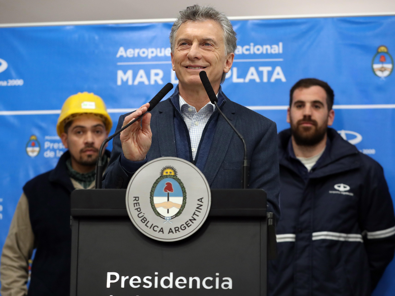 El Presidente Macri junto a los trabajadores.