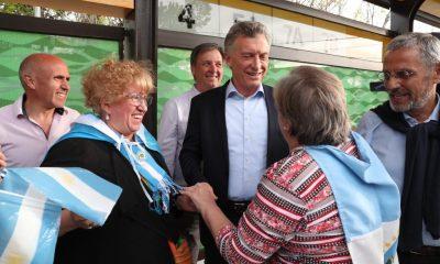 El Presidente Macri y la Primera Dama Juliana Awada en el Metrobus de Neuquén.