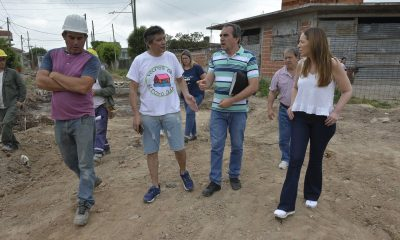 """Vidal junto a Héctor """"Toty"""" Flores recorrieron la localidad de Gregorio de Laferrere."""