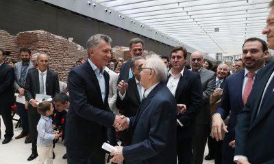 """El presidente Macri entregó al físico Conrado Varotto el premio """"Investigador de la Nación"""""""