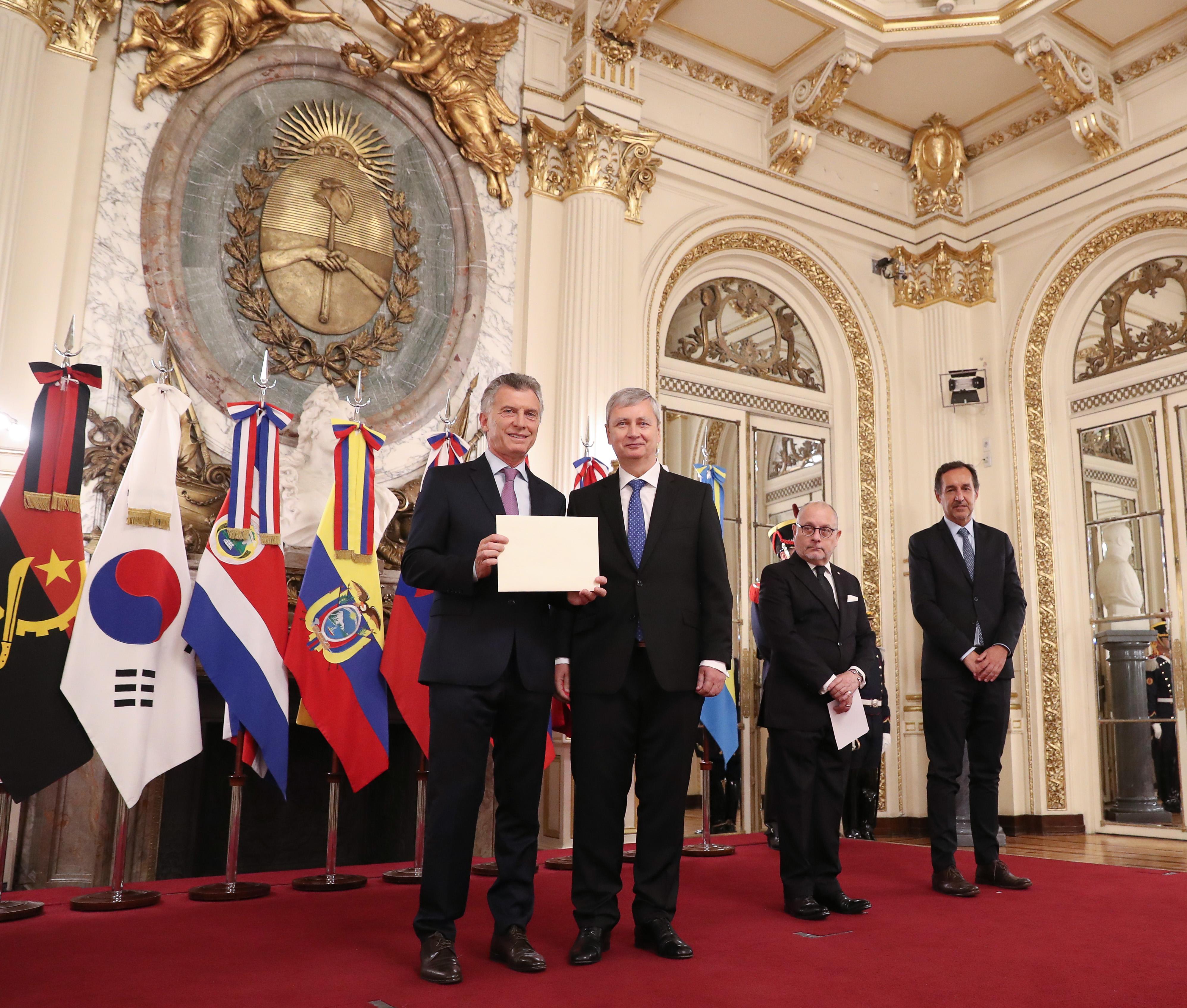 El Presidente Mauricio Macri con el nuevo Embajador de Eslovaquia.