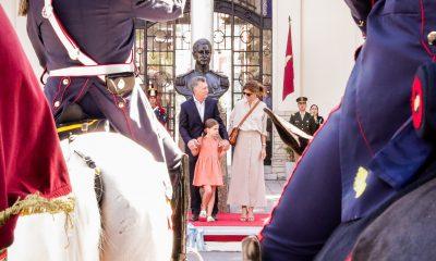 El Presidente Macri saludó a los Granaderos.