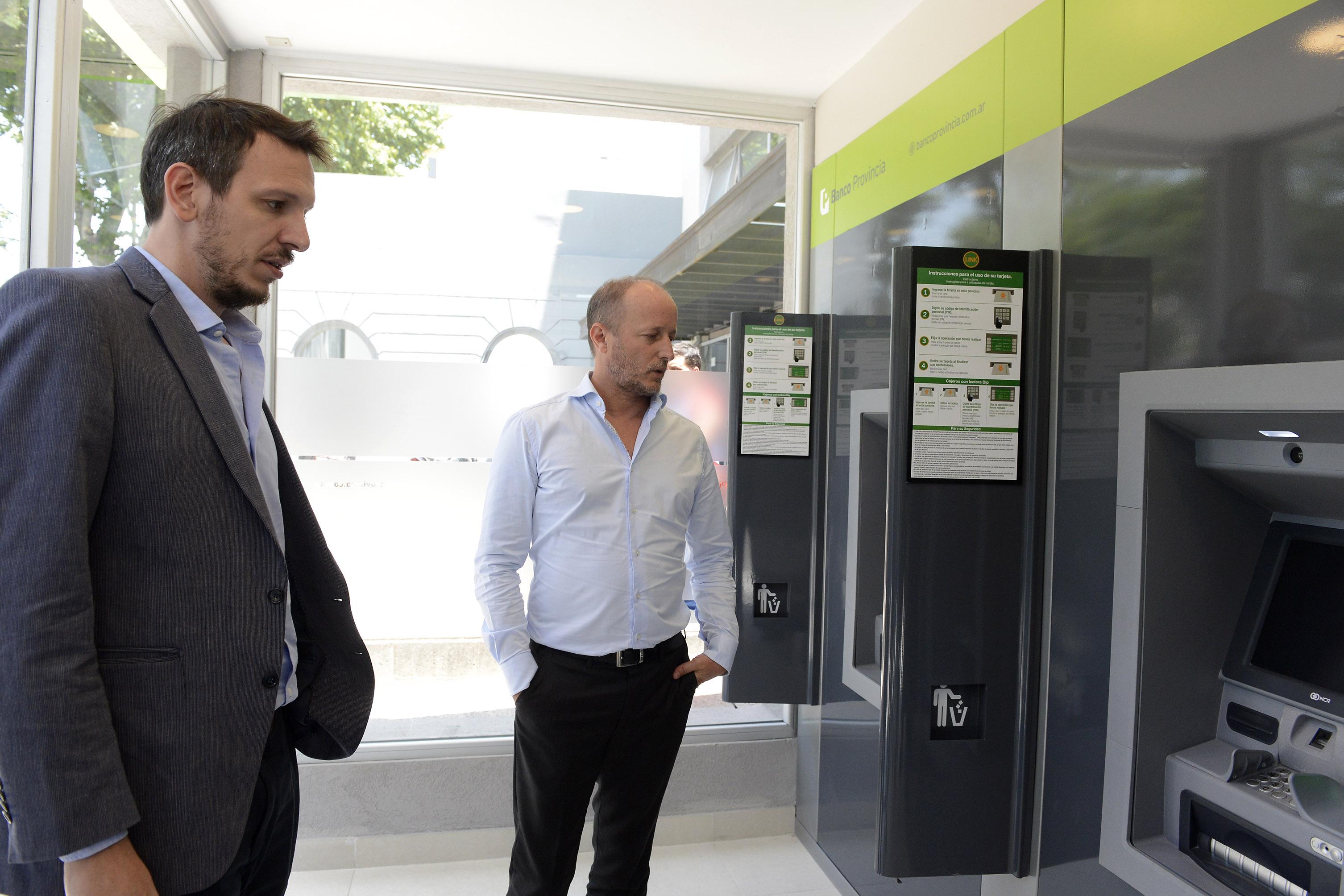 EL BANCO PROVINCIA INAUGURÓ 3 NUEVOS CAJEROS AUTOMÁTICOS EN LOMAS DE ZAMORA.