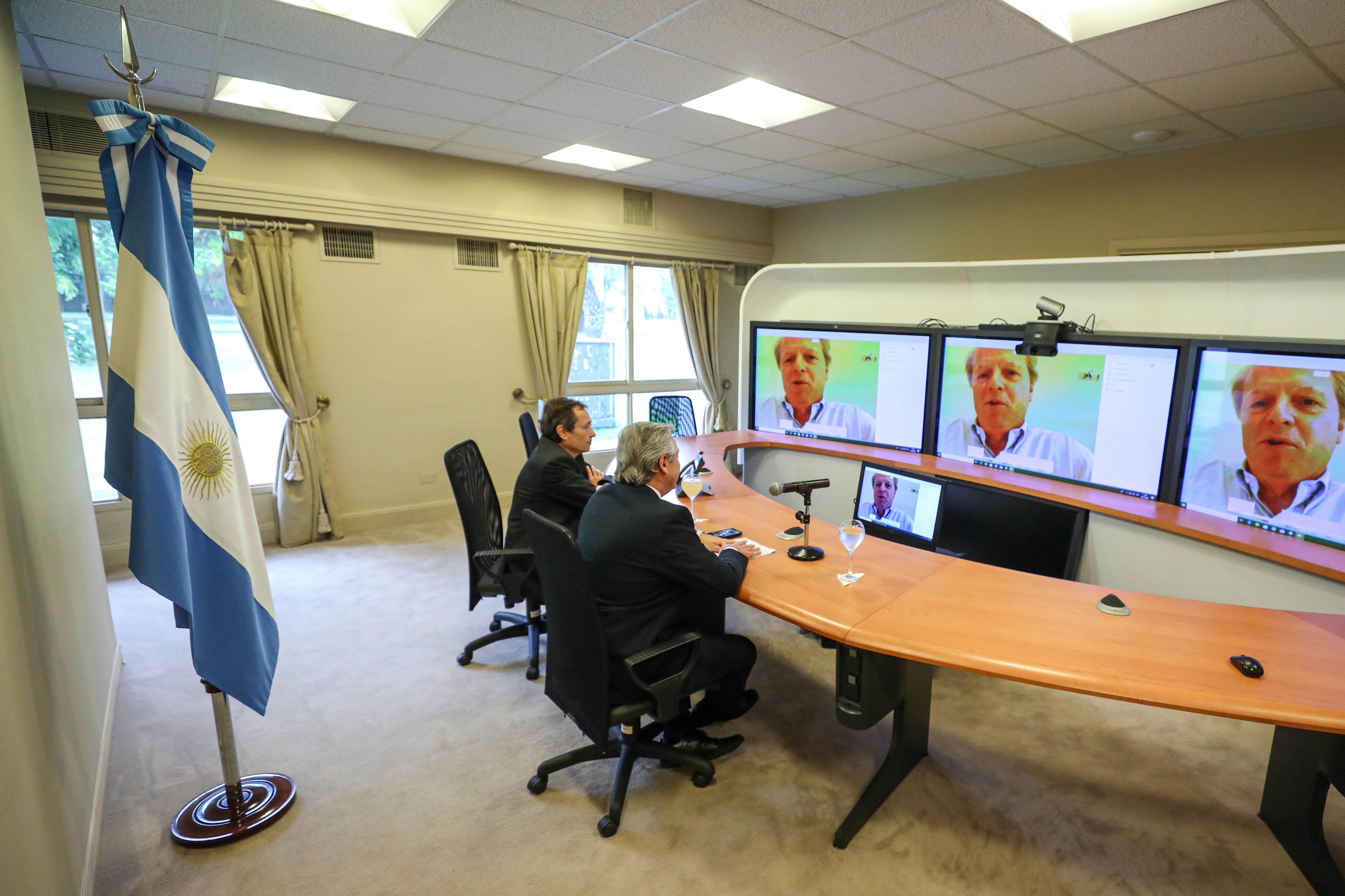 Alberto Fernández mantuvo una videoconferencia con el vicepresidente del Banco Mundial.